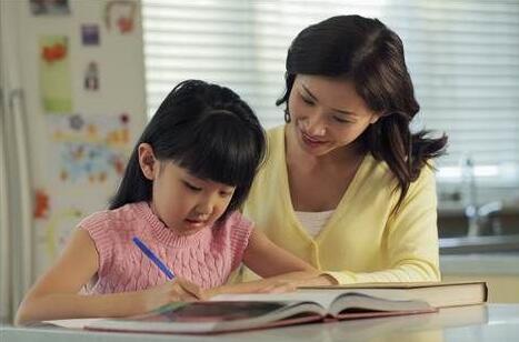 宝妈在全职带娃和上班工作之间该如何选择?