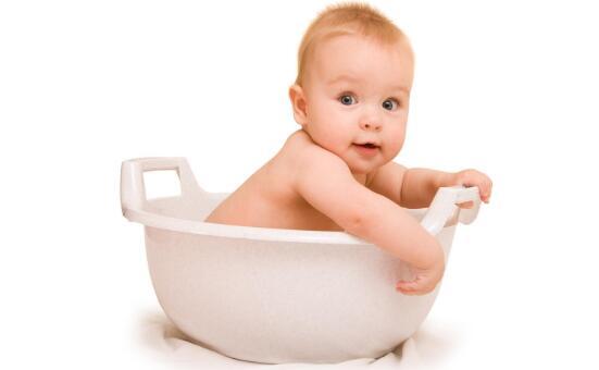 小孩子多大的时候晚上可以不用穿纸尿裤呢?