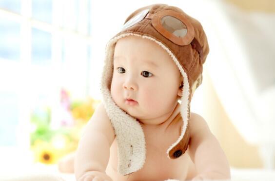 婴儿从什么时候能够认出周围的人?