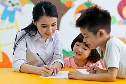 你会让学习很差的小孩跟你的孩子玩吗?