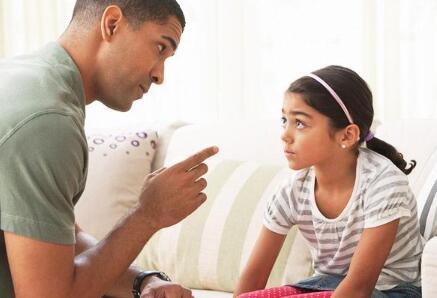 孩子犯了错 家长不要当众教训孩子