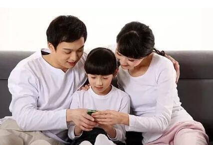 孩子喜欢玩手机 家长应该如何帮助孩子改掉这个习惯