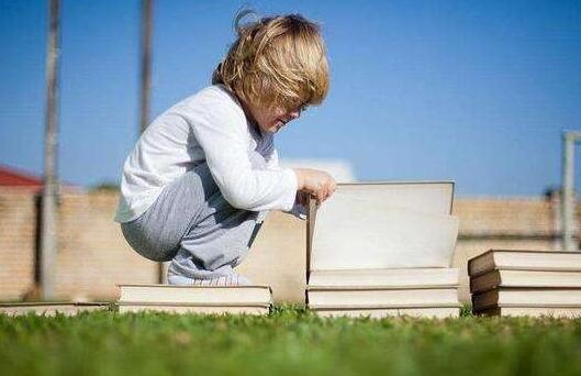 怎么样能让宝宝开开心心地自愿去幼儿园?