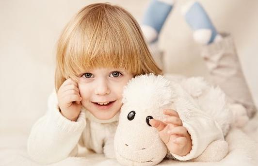 为什么孩子都爱吮吸手指?家长该怎么办?